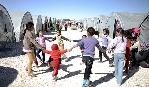 Syrian-refugee-family-in-camp-children-playing