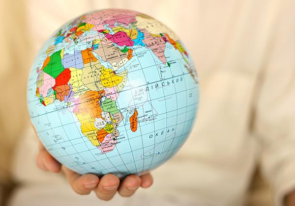 hand-holding-globe