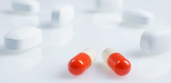 White,And,Red,Medicine,Antibiotic,Pills